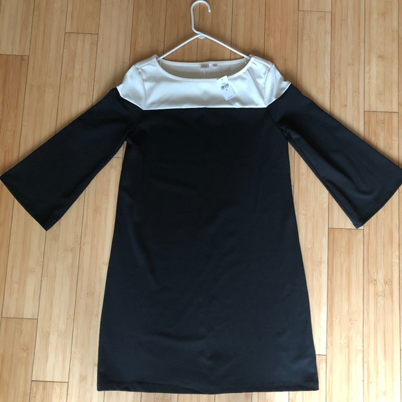 GAP Dresses & Skirts - Gap Color Block Black/White Dress - Medium, New!
